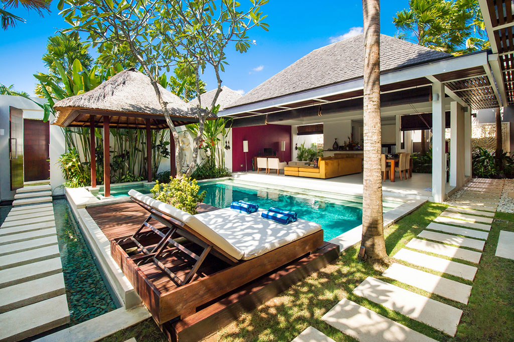 Luxury pool villa chandra bali villas for Anda garden pool villas