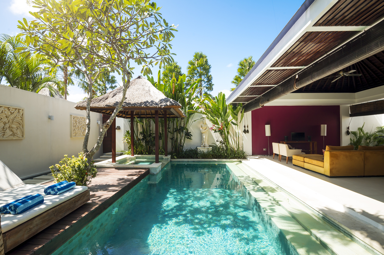 Contemporary pool villas chandra bali villas seminyak for Pool design for villa