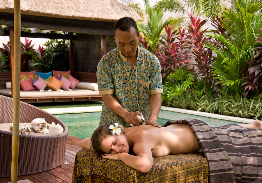 chandravillas poolside massage 4